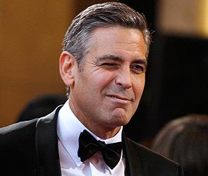 """Клуни появился на """"Золотом глобусе"""" в свадебном смокинге от Armani"""