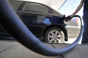 Дешевый бензин в США стал причиной роста продаж автомобилей
