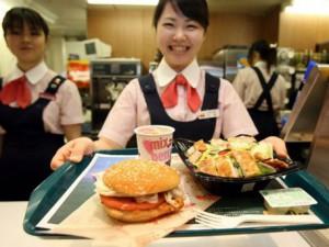 Японец нашел в картошке фри из McDonald's зуб человека