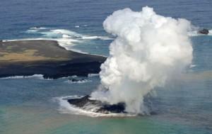 После извержения вулкана на территории Японии появился новый остров