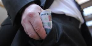 Совет Госдумы может урезать депутатам зарплаты
