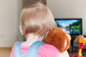 Телевизор и компьютер грозит развитием у детей гипертонии - ученые