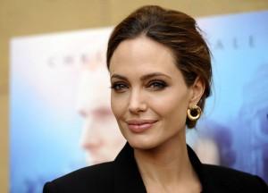 Анджелине Джоли удалили яичники