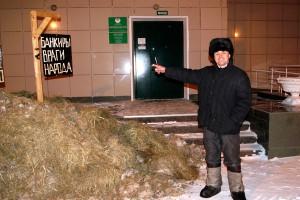Фермера вывалившего телегу навоза возле Сбербанка оштрафовали на 11 000 тысяч