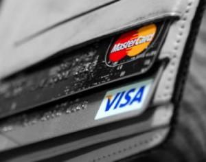 В России с 1 апреля могут возникнуть проблемы с пластиковыми картами