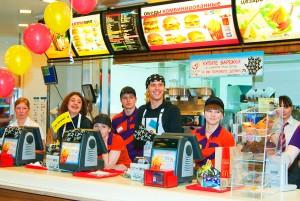 В германских McDonald`s появятся официанты