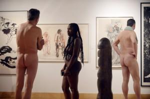 """В Канаде на выставку работы стиле """"ню"""" пришли голые зрители"""