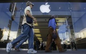 Apple открыла предзаказ на Apple Watch и начала продажи обновленных Macbook