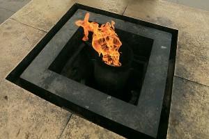 Петербуржец получил сильные ожоги, когда уснул у Вечного огня