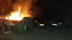 Пользователи социальных сетей предупреждают об опасности парковки у мусорных баков