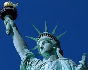 Посетителей Статуи Свободы эвакуировали из - за звонка о заложенной взрывчатке