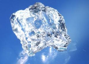 Ученым удалось заморозить лед при комнатной температуре