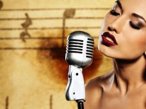 Ученые: мужчины определяют красивых женщин по голосу