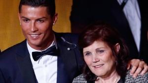Мать Криштиану Роналду задержана за попытку провести большую сумму денег через границу