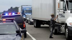 """В пригороде Нью-Йорка водитель грузовика """"подшофе"""" врезался в свадебный лимузин"""