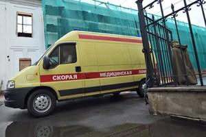 В Санкт - Петербурге на беременную девушку упала часть балкона