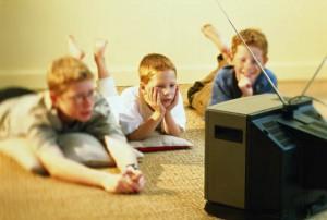 Просмотр телевизора ухудшает навыки общения у детей - эксперты