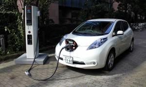 Медведев разрешил заряжать электромобили на АЗС