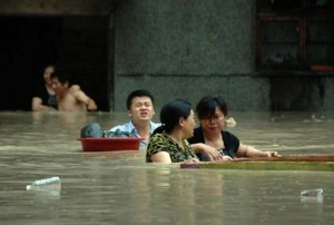 На севере Китая проливные дожди промыли землю до древних гробниц