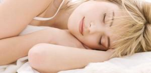 Ученые рассказали, почему сон на боку самый полезный