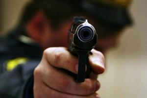 В аэропорту Душанбе милиционер, играя с оружием, случайно застрелил коллегу
