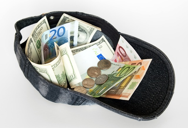 Все банки группы «Лайф» ввели лимит на снятие наличных с карт через банкоматы