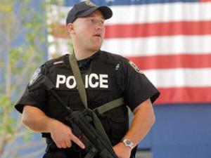 Школа Южной Каролины:Полицейский-расист избил студентку за отказ покинуть рабочее место