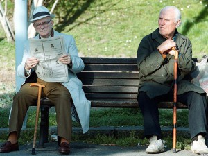 Глава правительства подписал проект закона об увеличении пенсионного возраста. Пока это нововведение коснется только госслужащих.