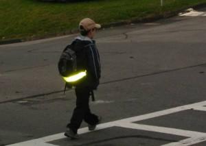Светоотражающая лента на одежде предотвратит ДТП с участием пешеходов