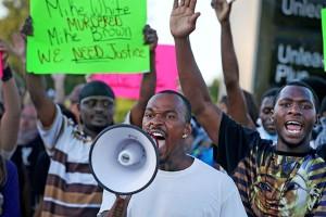 """Университет Миссури остается """"горячей"""" точкой расового противостояния в США"""