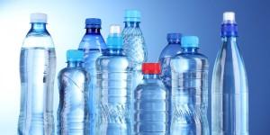 """Ученые: Вода """"в пластике"""" опасна для здоровья"""