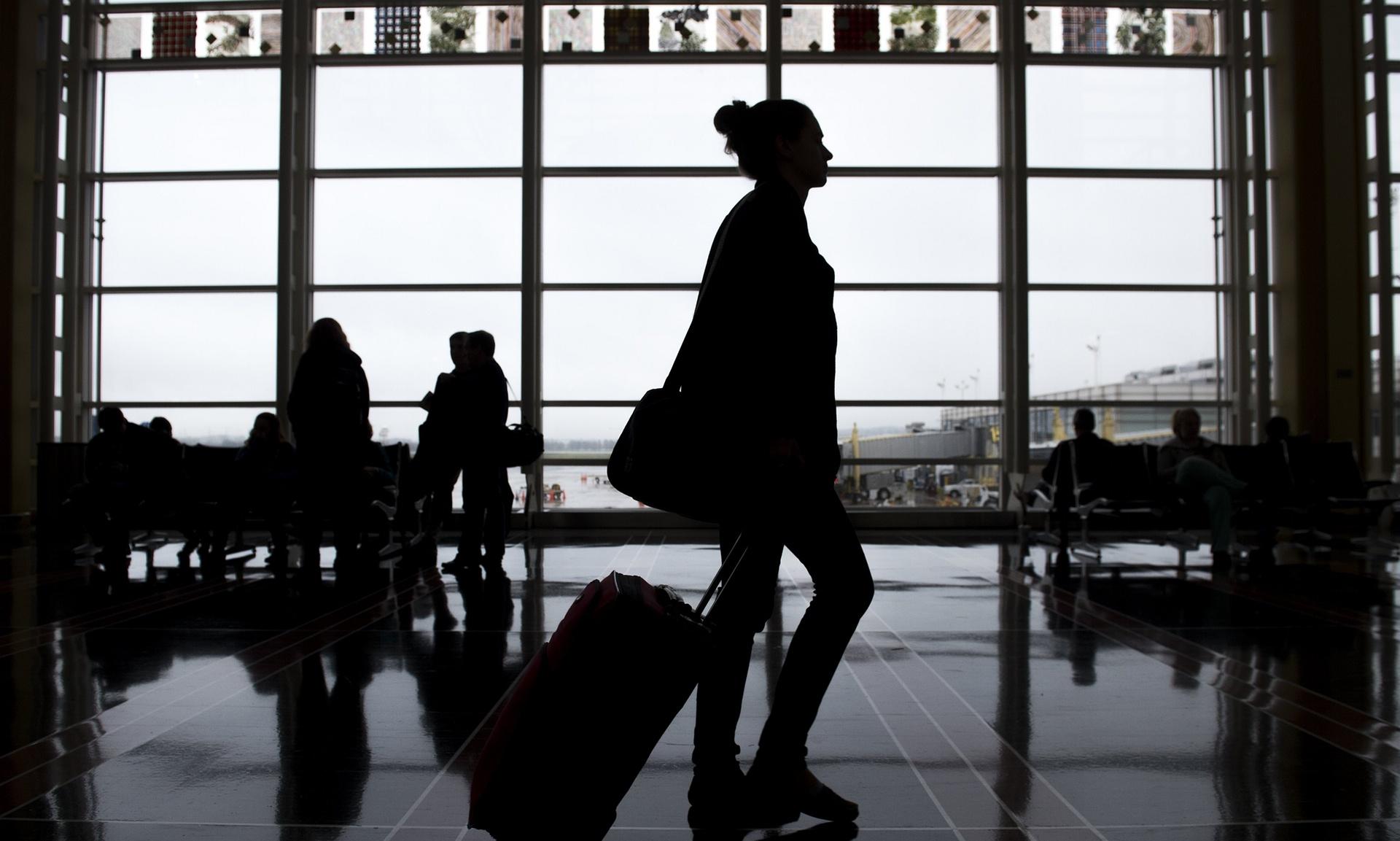 США: чиновники хотят запретить бездомным ночевать в аэропортах
