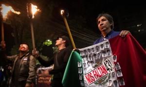 Жители Мексики вернулись в Айотзинапа с протестами