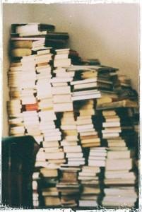 Злоумышленники обокрали библиотеку и сдали книги на макулатуру