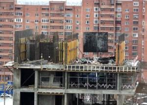 Нижний Новгород: Под обрушившимися лестничными пролетами погиб монтажник