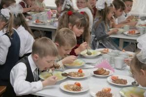 Массовое отравление учащихся в школе Орска могло произойти из-за салата