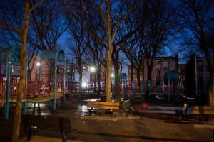Бруклин: Полиция расследует зверское изнасилование несовершеннолетней на детской площадке