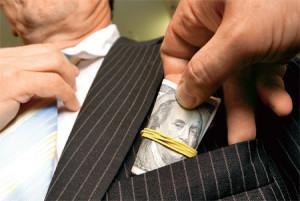 """На повестке дня в РФ: борьба с коррупционерами, """"серыми схемами"""" и откатами"""