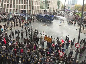 Акции сторонников и противников мигрантов разогнаны полицией в Кельне