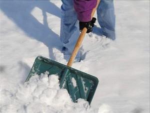 Жители алтайского райцентра Тальменка расчищают дороги самостоятельно, не дождавшись коммунальщиков