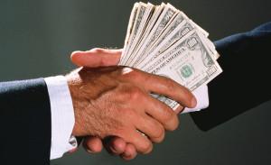 Президент предложил бороться с коррупционерами, изымая имущество