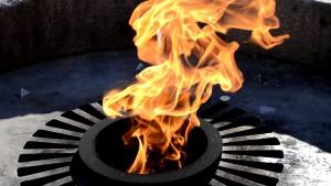 Бесплатный «Вечный огонь»: быть или не быть? Жители Великого Новгорода обсуждают решение Газпрома