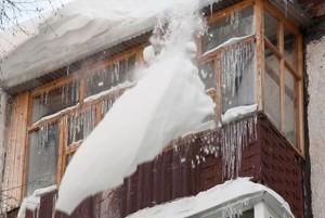 Ульяновск: Снежная масса, упавшая с крыши, травмировала девочку