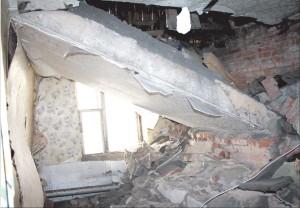 Алтайский край: Ребенок скончался под рухнувшим потолком