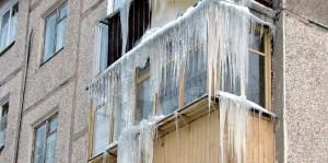 Уфа: Наледь с балкона травмировала женщину