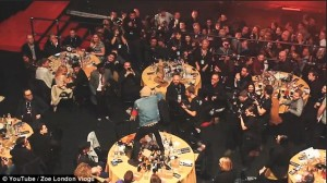 Стол группы Coldplay разгромили во время премии NME Awards