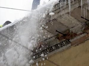 Пензенская область: После обрушения снега с крыши скончалась пенсионерка