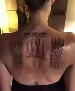 Анджелина Джоли показала свои новые тату