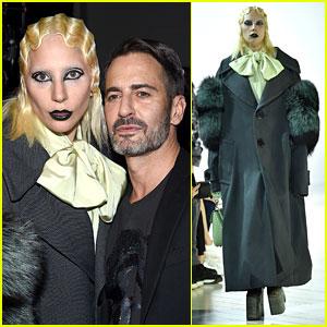 Леди Гага продефилировала по подиуму на модном шоу Марка Джейкобса