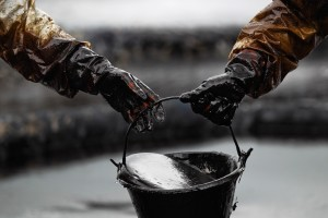 """Мнение: """"Нефтяной век закончится не потому, что кончится нефть"""""""